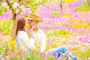 wpid-7105891-happy-couple-kissing-outdoors.jpg